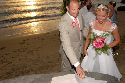 Guests may choose from tropical backdrops for their wedding ceremonies and receptions.